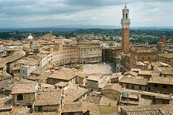 View of piazza del campo siena.jpg